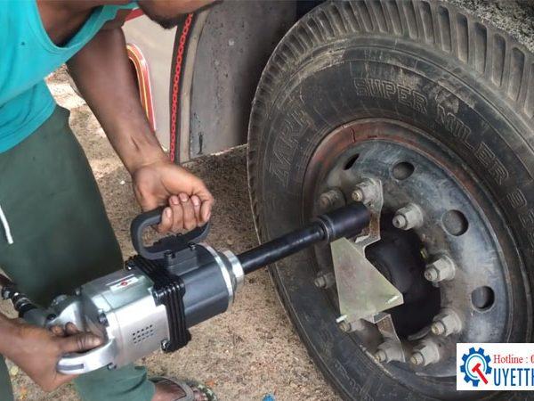 """súng xiết bu lông 1"""" K-5100 KUANAI trong sửa chữa lốp -vỏ"""